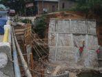 perbaikan-jembatan-way-langka_20180927_164219.jpg