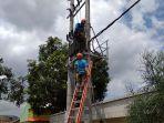 pln-benahi-jaringan-listrik-di-pidada-iii_20180415_100540.jpg