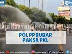 pol-pp-bubar-paksa-pkl-dengan-menyemprotkan-disinfektan.jpg