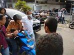 polisi-tangkap-pria-bawa-senpi-menyusup-ke-tengah-massa-pengunjuk-rasa-di-depan-kantor-bawaslu-sumut.jpg