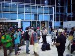 ratusan-penumpang-bus-sempat-telantar-di-pelabuhan-bakauheni.jpg
