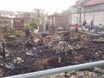 rumah-terbakar-suhandi-pilih-tidur-diluar-beralaskan-bekas-pagar-panel-beton.jpg