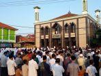 salat-idul-fitri-berjamaah-di-masjid.jpg