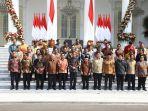 sambil-duduk-di-tangga-jokowi-perkenalkan-kabinet-indonesia-maju-ini-daftar-lengkapnya-2.jpg