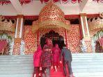 siger-besar-dan-karpet-merah-sambut-kedatangan-85-anggota-dprd-provinsi.jpg