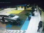 tangkap-layar-rekaman-cctv-pencurian-di-kantor-kp2kp-pringsewu.jpg
