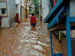 tidak-hujan-banjir-terjadi-di-jakarta-selatan-ketinggian-air-capai-15-meter.jpg