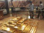 tumpukan-emas-batangan-di-museum-bank-indonesia.jpg