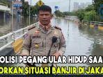 viral-di-twitter-polisi-pegang-ular-hidup-saat-laporkan-situasi-banjir-di-jakarta-apa-alasannya.jpg