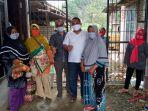 warga-desa-sabah-balau-kecamatan-tanjung-bintang-menerima-program-bpnt.jpg