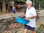 xanana-gusmao-membantu-warga-banjir-timor-leste.jpg