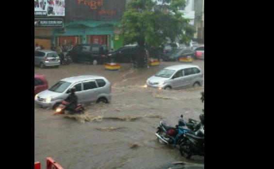 Banjir Rendam Jalan Kartini Sore Ini - Eni_J_Sihaloho.jpeg
