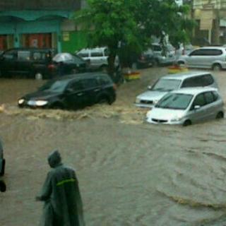 Banjir Rendam Jalan Kartini Sore Ini - Oktavianti_D_.jpeg