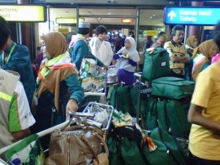 Pukul 14.30, Rombongan Umrah Take Off Menuju Jeddah - IMG00626-20130224-1023(1).jpg