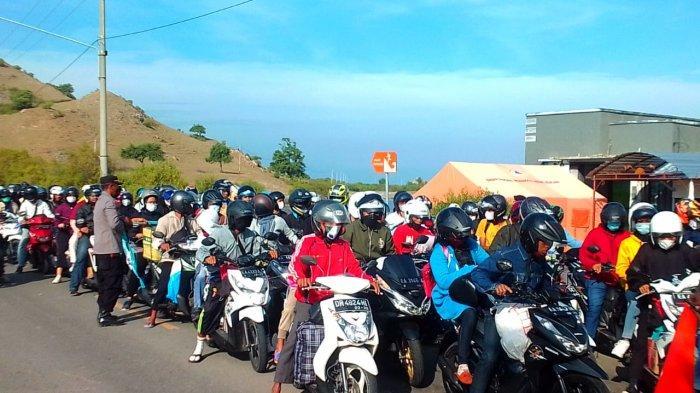 Larangan Mudik Dicabut, Antrean Kendaraan Mengular diPelabuhan Poto Tano Sumbawa