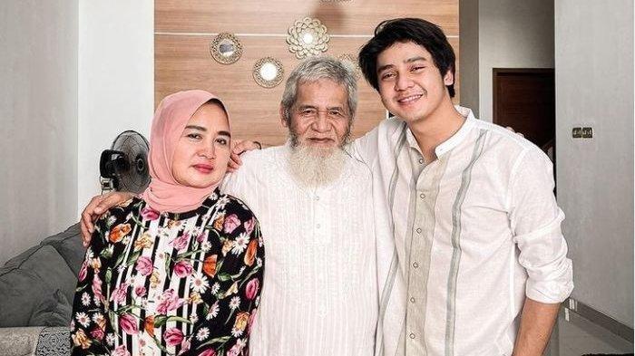 Arbani Yasiz bersama almarhum ayah