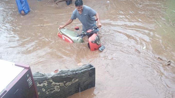 BREAKING NEWS: Air Sungai Meluap, Dua Desa di Lombok Timur Terendam Banjir