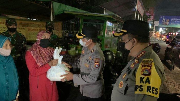 Polresta Mataram Bagikan 2.000 Paket Sembako saat Operasi PPKM Level 4
