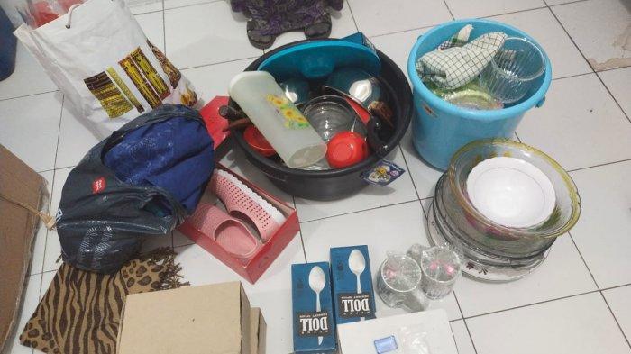 PENCURIAN: Barang-barang perabot rumah tangga yang dicuri emak-emak berinisial MM di Kelurahan Lempeh, Kecamatan Sumbawa.