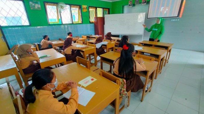 Siswa di Kota Mataram Kembali ke Sekolah, Orang Tua Akui Senang: Tidak Terlalu Banyak Main di Rumah