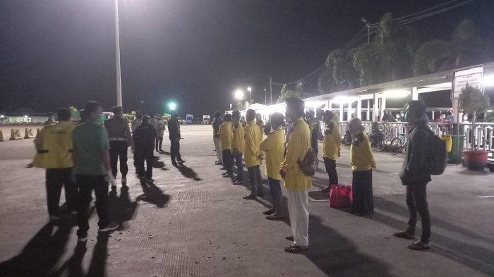 BURUH MIGRAN: Para colon buruh migran asal NTB yang dipulangkan tiba di Pelabuhan Lembar, Rabu (30/6/2021).(Dok. Polres Lobar )