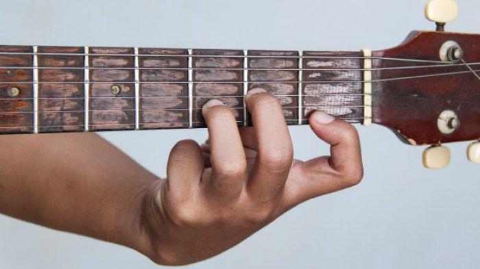 Chord Giitar Lagu Bahagialah Bersamanya - Selvata, Kunci dari C