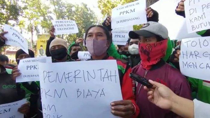Ojek Online Lombok Demo Tolak PPKM Darurat ke Kantor Gubernur NTB