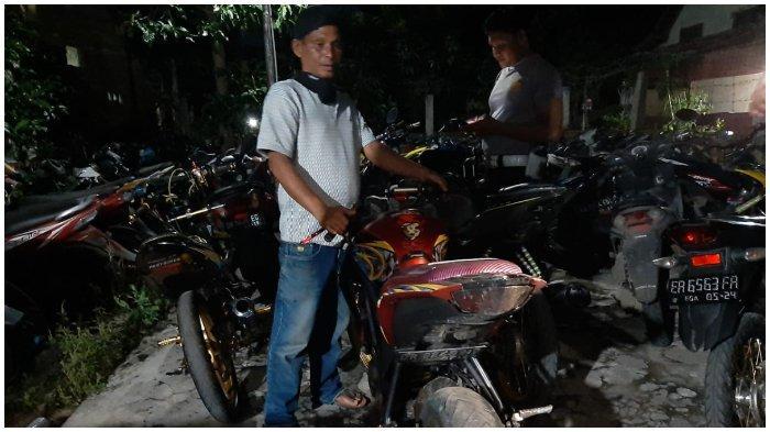DITANGKAP: Puluhan pemuda mabuk, motor racing, dan senjata tajam yang diamankan Polres Sumbawa, saat patroli malam tahun baru 2021, Kamis (31/12/2020).