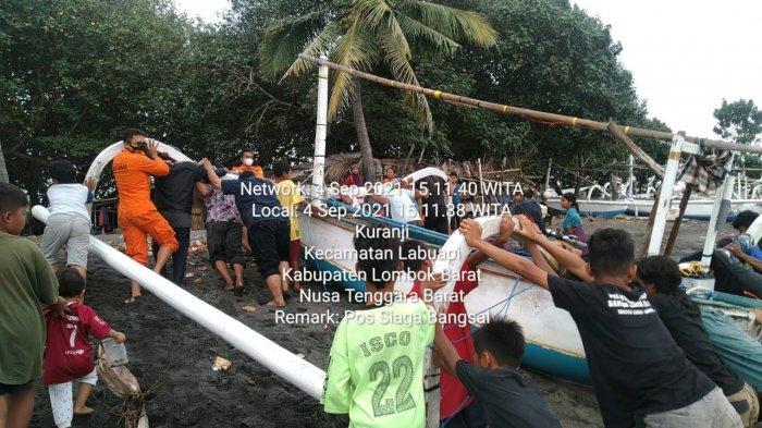 EVAKUASI: Dua orang nelayan yang kapalnya mati dievakuasi tim SAR gabungan, Sabtu (4/9/2021).(Dok.Kantor SAR Mataram)