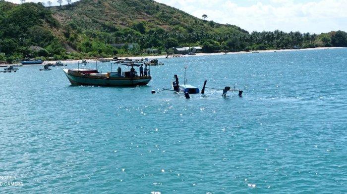 Perahu Karam saat Mencari Ikan, Nelayan Lombok Timur dan Anaknya Terombang Ambing di Laut