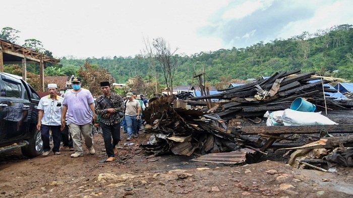 Gubernur NTB Janji Bangun Kembali Rumah Warga Baturotok yang Terbakar