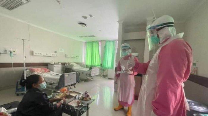 Gubernur NTB 'Blusukan' ke Ruang Isolasi Covid-19, Beri Semangat kepada Pasien dan Petugas Medis