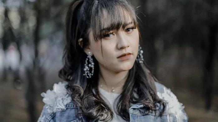 Chord Gitar Lagu Lewat Angin Wengi - Happy Asmara, Kunci Paling Mudah: Rungokno Sworo Atiku