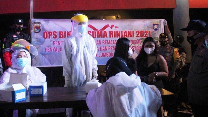 HIBURAN MALAM: Tim gabungan Polres Lombok Barat melakukan Operasi Bina Kusuma Rinjani 2021, Rabu (9/6/2021) malam. (Dok. Polres Lobar)