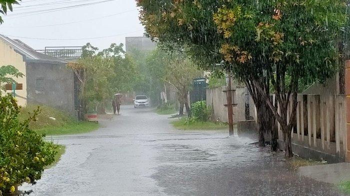 Hujan lebat mengguyur wilayah Kota Mataram, NTB, Selasa (14/9/2021).