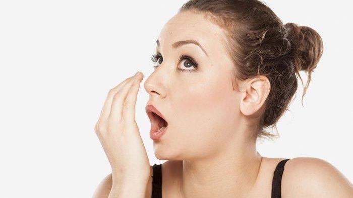 8 Cara Mudah Mengatasi Bau Mulut, dari Bersihkan Lidah hingga Berhenti Merokok