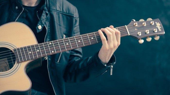 Chord Gitar Lirik Lagu Cinta Terpendam - Judika: Terlalu Lama Aku Pendam Terlalu Jauh Aku Merasakan