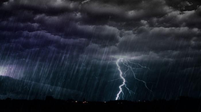 Ilustrasi hujan petir.
