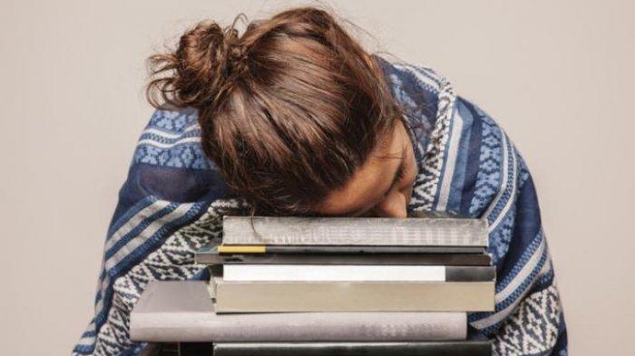 Cara Redakan Pegal-pegal setelah Seharian Lembur Kerja di Kantor