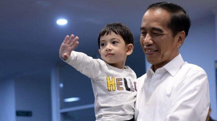 Intip Potret Terbaru Jan Ethes yang Makin Menggemaskan, Putra Gibran Raka Pamer Senyum ke Kamera