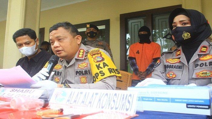 Kelabui Petugas dengan Buang Sabu ke Selokan, Pemuda Lombok Barat Dicokok Polisi
