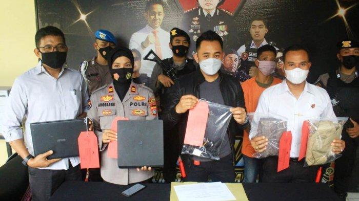BARANG BUKTI: Kasat Reskrim Polresta Mataram Kompol Kadek Adi Budi Astawa (tengah) menunjukkan barang bukti pencurian, dalam keterangan pers, Rabu (19/5/2021).