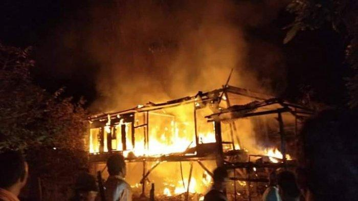 Ditinggal Main oleh Penghuni, Rumah Sembilan Tiang di Bima Hangus Terbakar