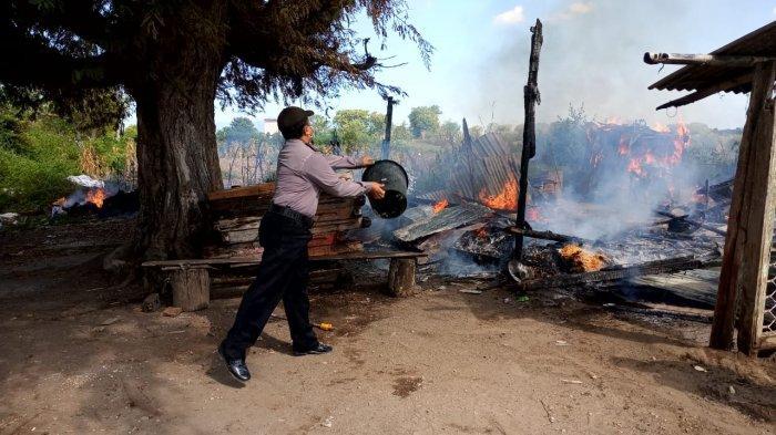 Ditinggal Kerja, Rumah Warga di Moyo Sumbawa Ludes Terbakar