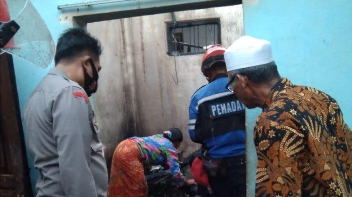 KEBAKARAN: Rumah kakek Abdul Kadir di Lombok Tengah hangus terbakar, Rabu (12/5/2021).(Dok. Polsek Pujut)