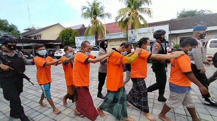 Enam Orang Pembuat Uang Palsu di Lombok Ditahan, Satu di Antaranya Jadi Dukun Pengganda Uang