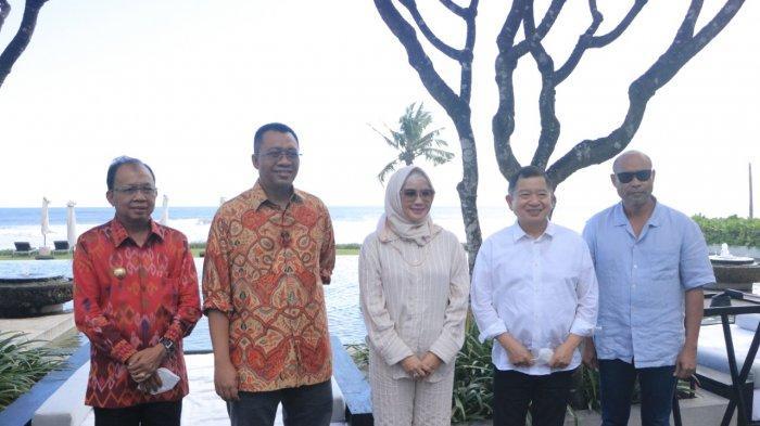 PEMBANGUNAN DAERAH: Kepala Bappenas RI Suharso Monoarfa (lima dari kanan) bersama gubernur Bali, NTB, dan NTT, dalam pertemuan di Bali, Sabtu (19/6/2021).