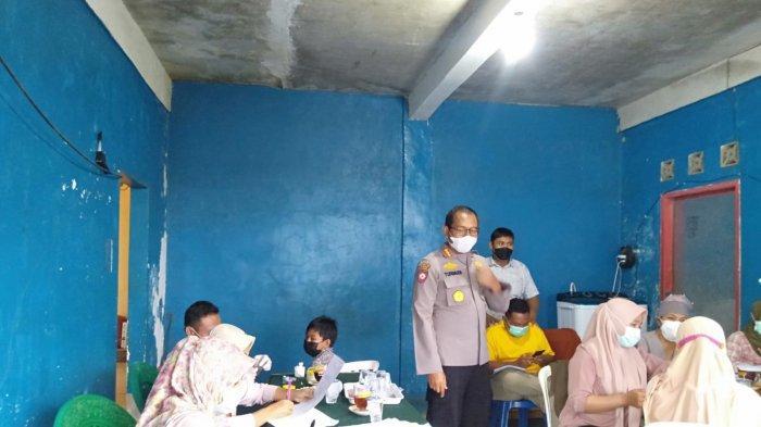 Kisah Vaksinator Menembus Medan Sulit di Lombok Tengah, Pulang Malam & Jatuh di Jalan Berlubang
