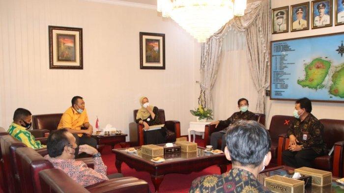 KEUANGAN: Kepala BPKP Perwakilan NTB Dessy Adin (kanan), saat silaturahmi dengan Gubernur Provinsi NTB Zulkieflimansyah, Kamis (11/2/2021)