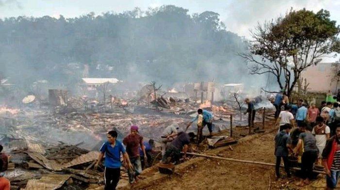 HANGUS: Kondisi rumah-rumah warga di Desa Baturotok, Kecamatan Batulanteh, Sumbawa yang hangus terbakar, Sabtu sore (7/11/2020).